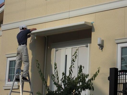 京都府宇治市にて、玄関先にエクステリア庇の取り付け工事